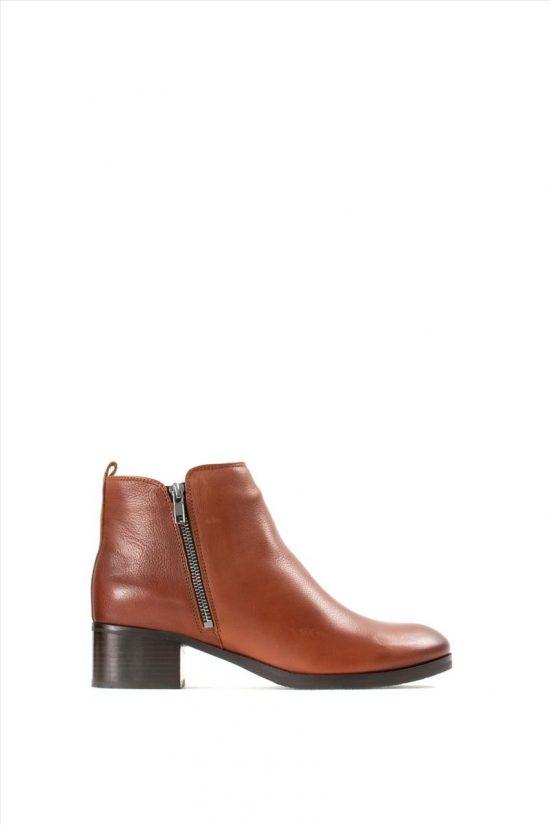 Γυναικεία Δερμάτινα Ankle Boots CLARKS MILA SKY TAN LEATHER